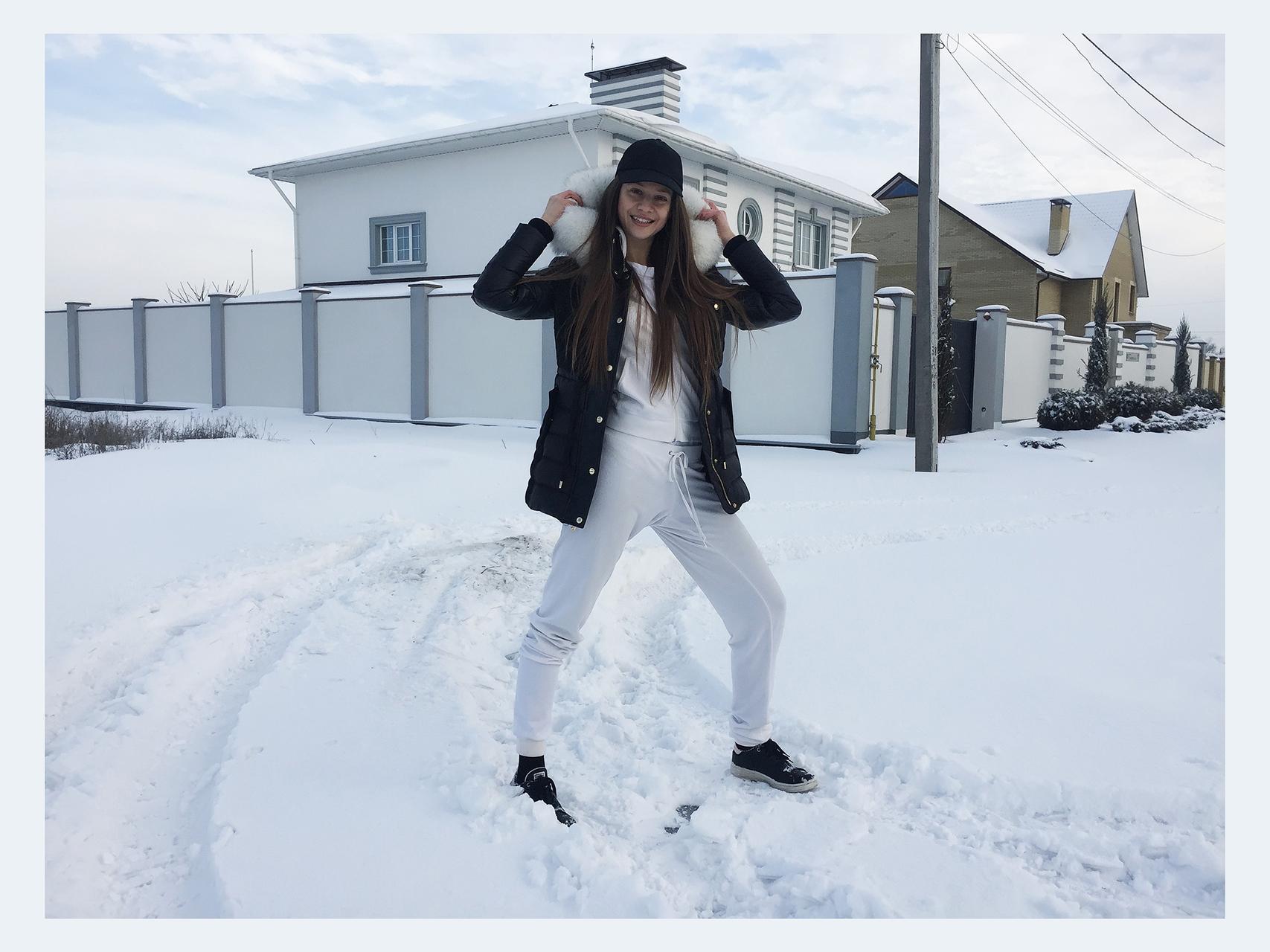 fashion blogger, model, artist Tanya She winter in Ukraine